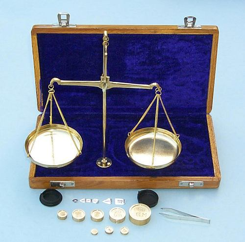 Balance Scale in Wooden Case